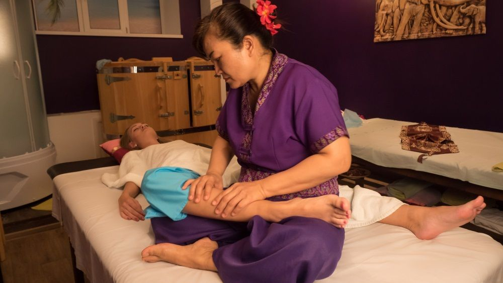 Thaimassage med happy ending golfhallen linkoping